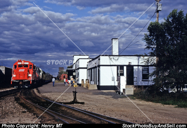 Stock photo - SOO Line 4403 GP38-2 Train Portage WI Aug1989