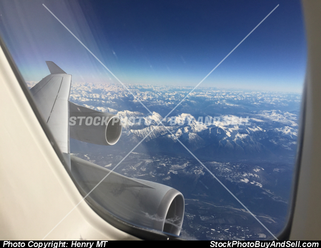 Stock photo - Lufthansa Boeing 747-400 inflight